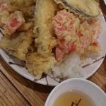 海鮮屋台 おくまん - 下の方は穴子だらけ。紅生姜の天ぷらも有る。
