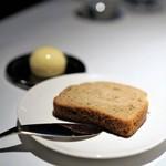 élan vital - 目黒フラットの特注雑穀パン  燻製バター