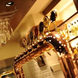 特注ビールサーバーによる専門店ならではの生ビールを堪能!