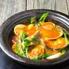 蛤(ハマグリ)と浅利のワイン蒸し サフラン風味