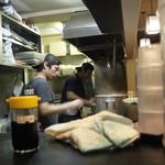 麺匠 濱星 - 醤油と厨房