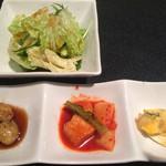 63447212 - ビビンバについてくる前菜とサラダ