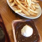 The Veranda - フライドポテト サワークリームと甘辛いソース付き