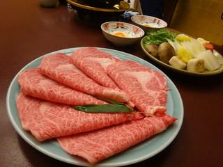 人形町今半 本店 - すき焼きのお肉・奥がお野菜