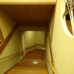 人形町今半 - 階段を下りて玄関へ、名残惜しいです