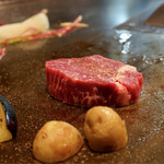 ステーキ ロン - 鉄板で焼いて頂けます。