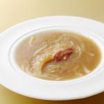 南園 - 料理写真:人気のふかひれの姿煮!