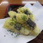 高尾山 とろろそば・とろろめしの日光屋 - とろろ芋の天ぷらそば(天ぷらアップ)
