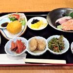 Kabochanotane - 『きまぐれ昼ごはん』(2500円)!! 結構、ボリュームがあって、お酒のアテにぴったりな料理ばかりのお得ランチセット~♪( ^o^)ノ