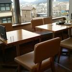 京はやしや 京都三条店 - 窓側の席