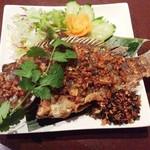 クロープクルア - 揚げ魚のガーリック風味