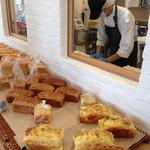 たてしな自由農園 808 Cafe - オープンキッチンの様子