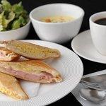 ヴァンサンヌ ドゥ - ハム・チーズとタマゴのホットサンドイッチ、ムッシュサンドのランチ