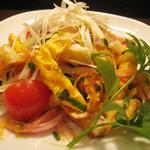 タイ居酒屋ダイニング ロータス - 目玉焼きのサラダ和え