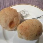 サンマルク - 焼き立てパン~バジルと~?