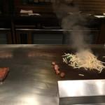 六角堂 - 野菜も炒めて