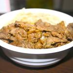 焼肉弁当カルビ亭 - カルビ丼 横から