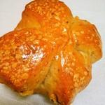 ベーカリーダイニング - 国産小麦のくるみパン