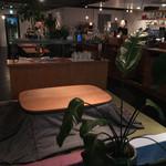 タビヤ カフェ&ダイニング - 店内。こたつ席もあるみたいです。 オシャレカフェな感じ。