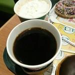 63482558 - ホットモカ(奥)&クリスピークリームコーヒーハウスブレンド(手前)