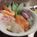 海神庵 - 海鮮丼は半分はタレをぶっかけてそのまま丼として、残りの半分は出汁をぶっかけてお茶漬け風にして口に運ばせていただきました。