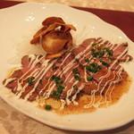 She Her's - 牛肉のカルパッチョにんにくチップのせ(1品と1杯で750円相当)2017年2月