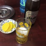 南陽軒 - ドリンク写真:瓶ビールとおしんこ