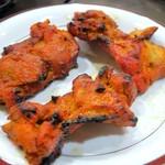 グレイトカルカッタ - タンドリーチキン(骨付き鶏腿肉のタンドール焼き)
