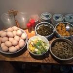 いっかく食堂 - 漬け物と玉子サービス