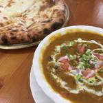 インドネパール料理 ミヤギディ - 豆カレーセット。チーズナンに変更。