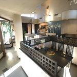 きち太郎 - 天井が高く開放的な店内です。