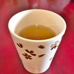 たいやきともちゃん - サービスのお茶