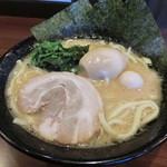 麺匠家 - 豚骨醤油味玉ラーメン780円