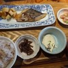 博多炉端 魚男 - 料理写真:◆日替わり定食(880円:税込)・・この日のメインは「さわらの西京味噌漬け」、小鉢3品、ご飯、お味噌汁などのセット。
