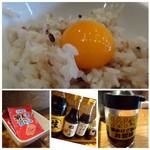 博多炉端 魚男 - ◆卵が新鮮ですので「黄身」が盛りあがっています。 ◆ふりかけや数種類のお醤油も置かれていました。