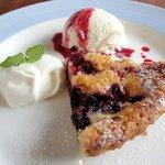 Cafe&Deli COOK - スイーツセット 850円 のベリーベリーチーズケーキのデザートプレート