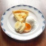 Cafe&Deli COOK - スイーツセット 850円 のマンゴーのチーズケーキ
