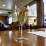 ラ・ブラスリー - ハウスワインの白(グラス、650円)