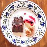 Cafe&Deli COOK - スイーツセット 850円 のベリーのガトーショコラ