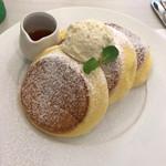 63510542 - 幸せのパンケーキ