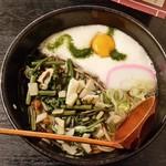 飯島屋 - 高尾山名物「冬そば」、「山菜とろろそば (950円)」