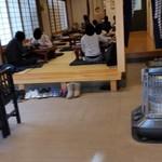 飯島屋 - 店内の小上がり席の様子