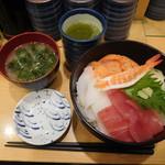 魚力寿司 - 朝の海鮮丼 ¥540-