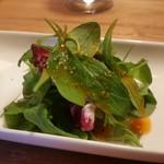 洋食と洋酒 ao-ya - 少々オイリーですが、さっぱりとしたサラダ