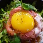 ミートマニア - パクチービーフ丼