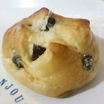 綾南ボンジュール - 料理写真:レーズンのパン70円