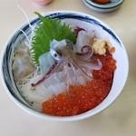 一花亭たびじ - 「活イカ踊り丼 (1890円)」を上から見たとこ