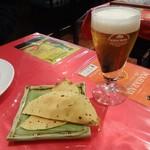マハラニ - グラスビール、パパド