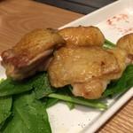 鉄板焼き どんとこ - 広島赤どりのガーリックソテー