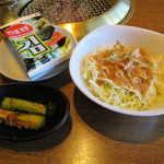 炭火焼肉 ばんり - 海苔、オイキムチ、サラダ
